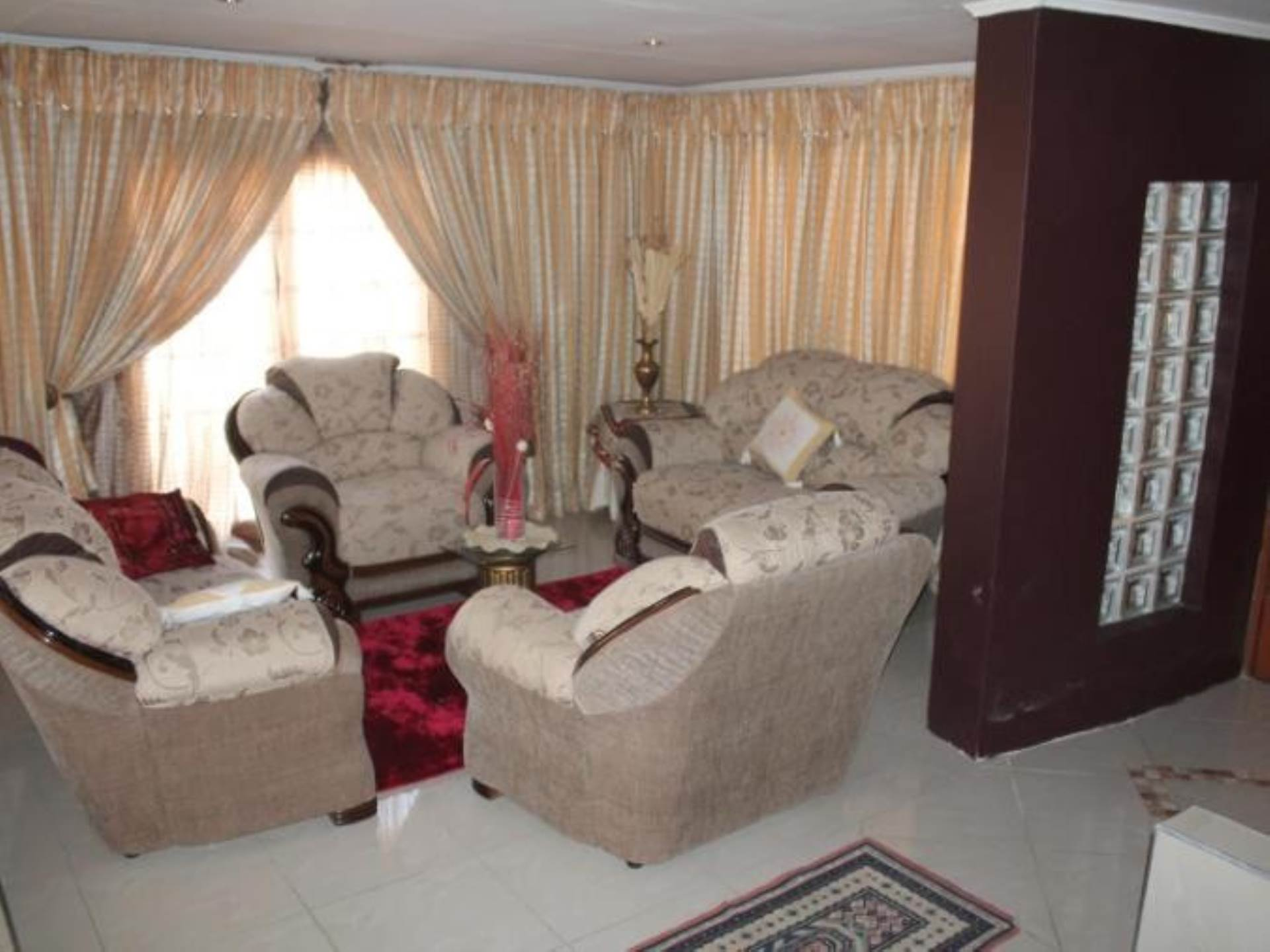 4 BedroomHouse To Rent In Farrarmere