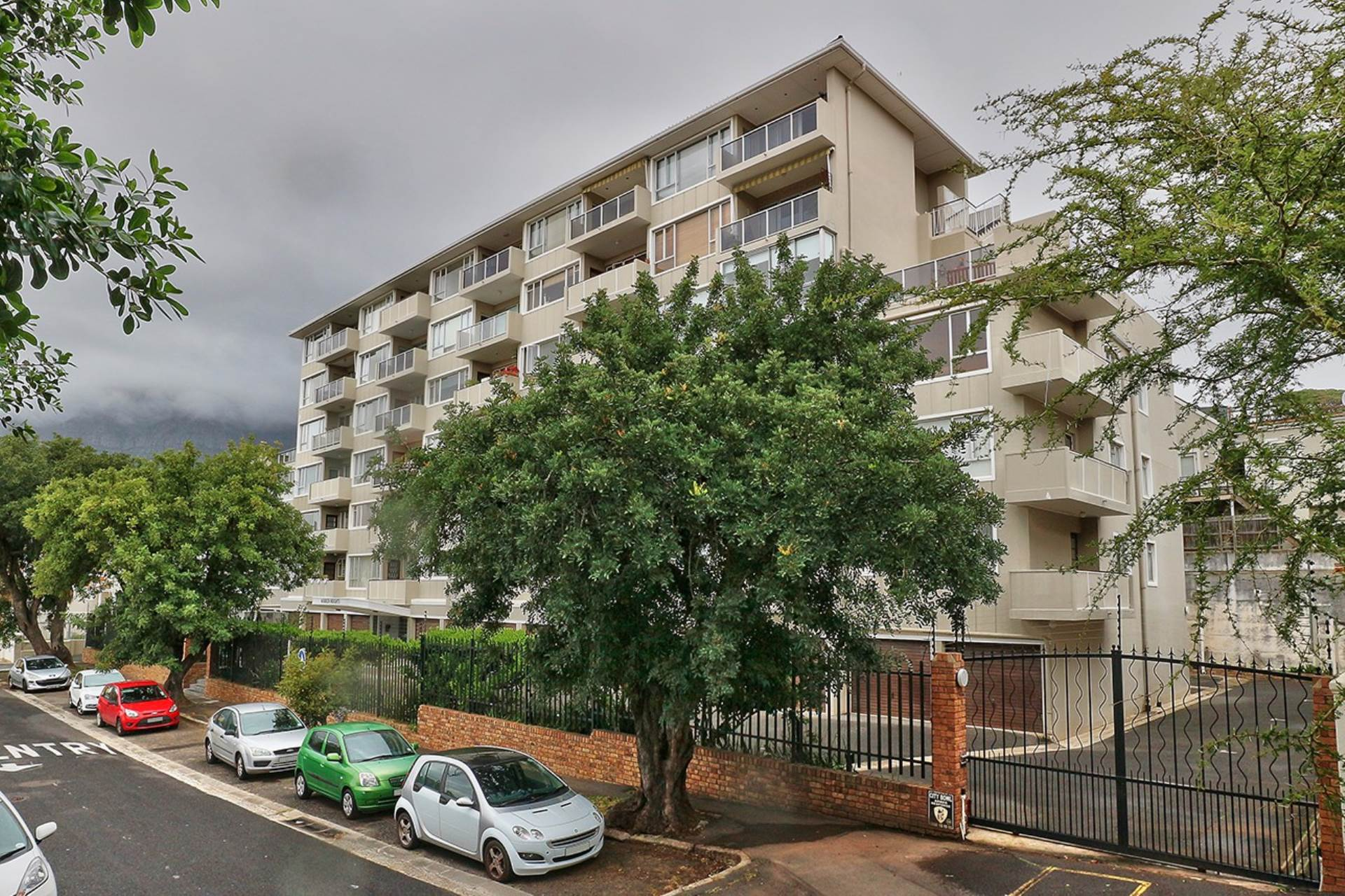 1 BedroomApartment For Sale In Tamboerskloof
