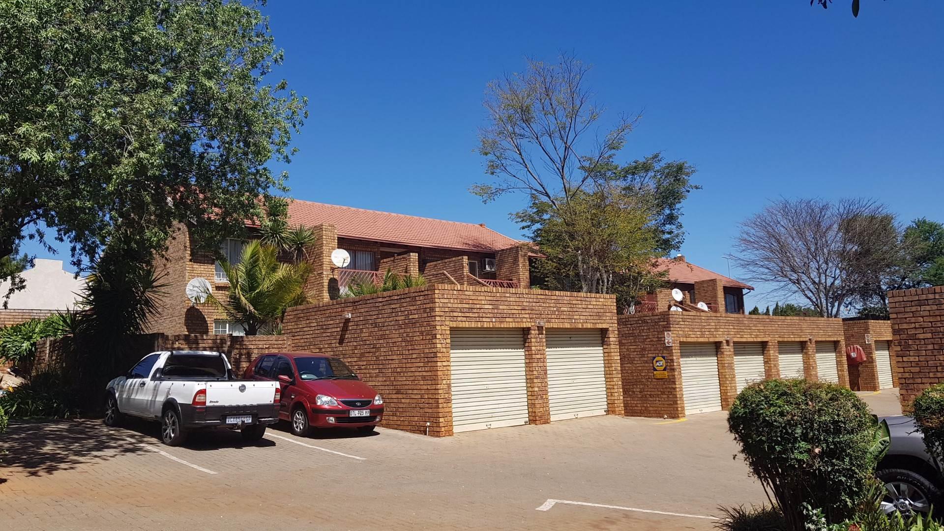 Pretoria, Faerie Glen Property  | Houses To Rent Faerie Glen, FAERIE GLEN, Townhouse 2 bedrooms property to rent Price:,  6,00*