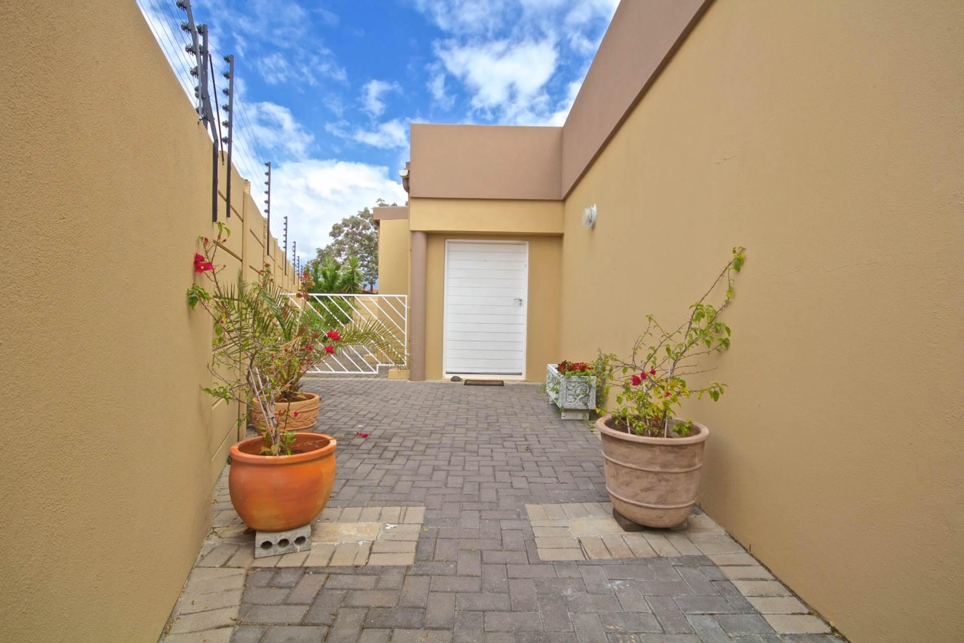 Parklands property for sale. Ref No: 13543579. Picture no 3