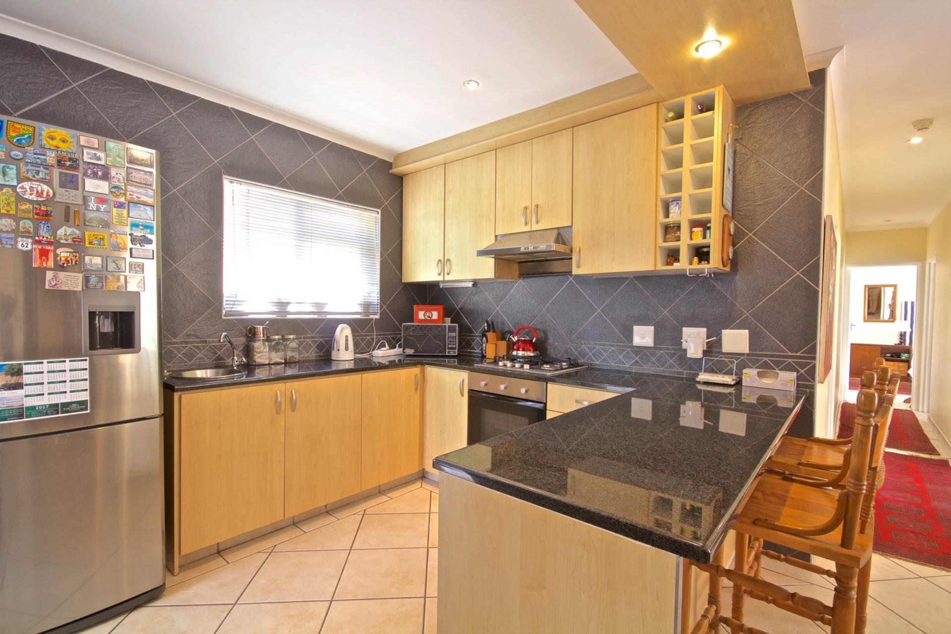 Parklands property for sale. Ref No: 13543579. Picture no 8