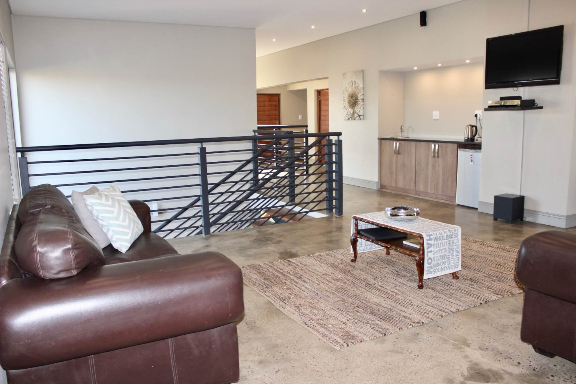 Woodland Hills property for sale. Ref No: 13543735. Picture no 9