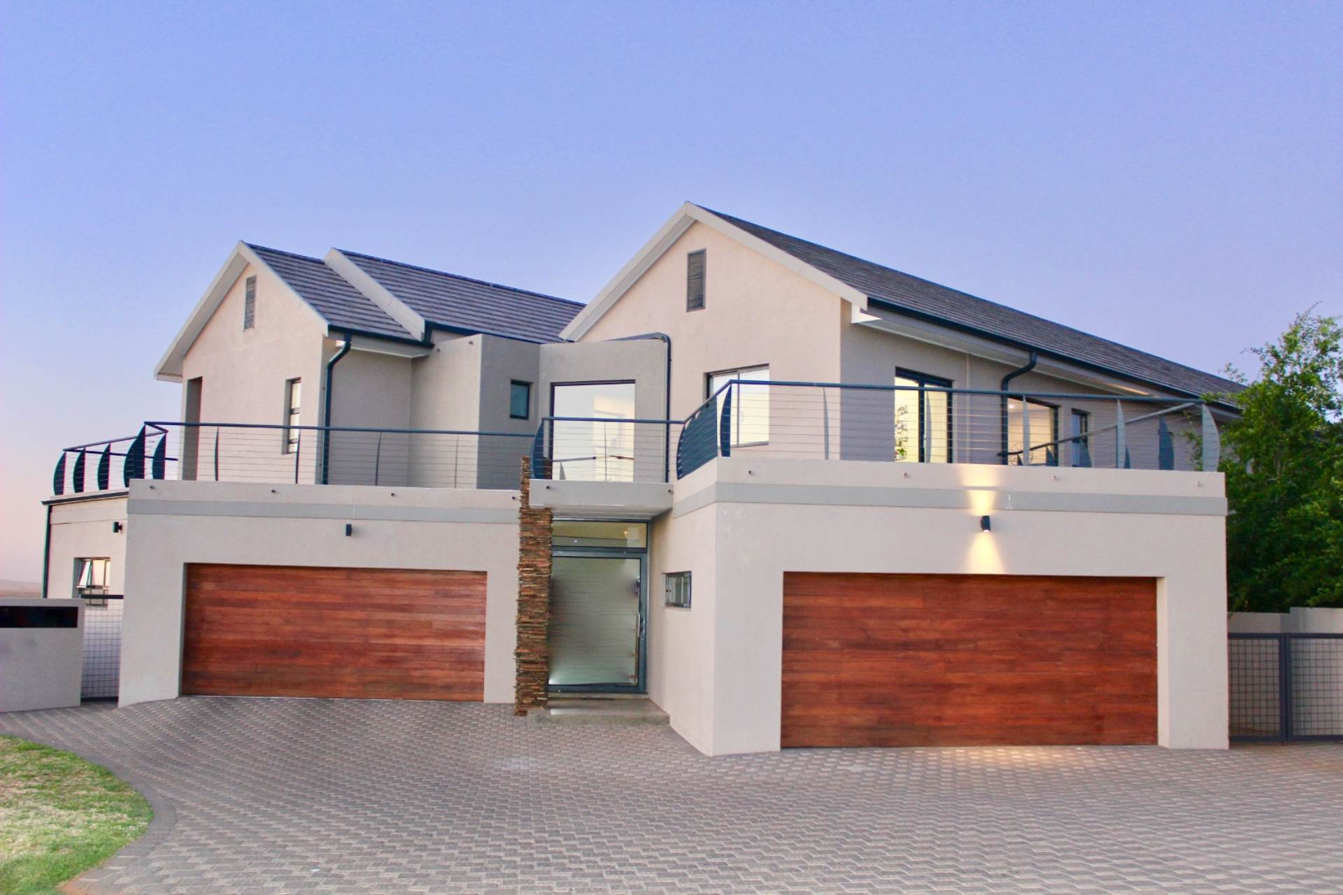 Woodland Hills property for sale. Ref No: 13543735. Picture no 2