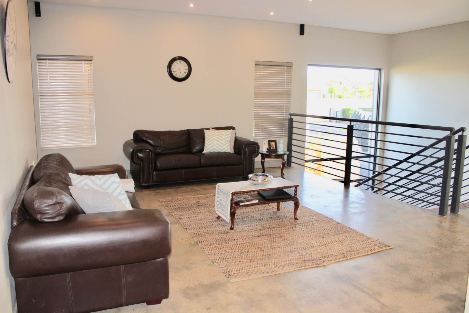 Woodland Hills property for sale. Ref No: 13543735. Picture no 10