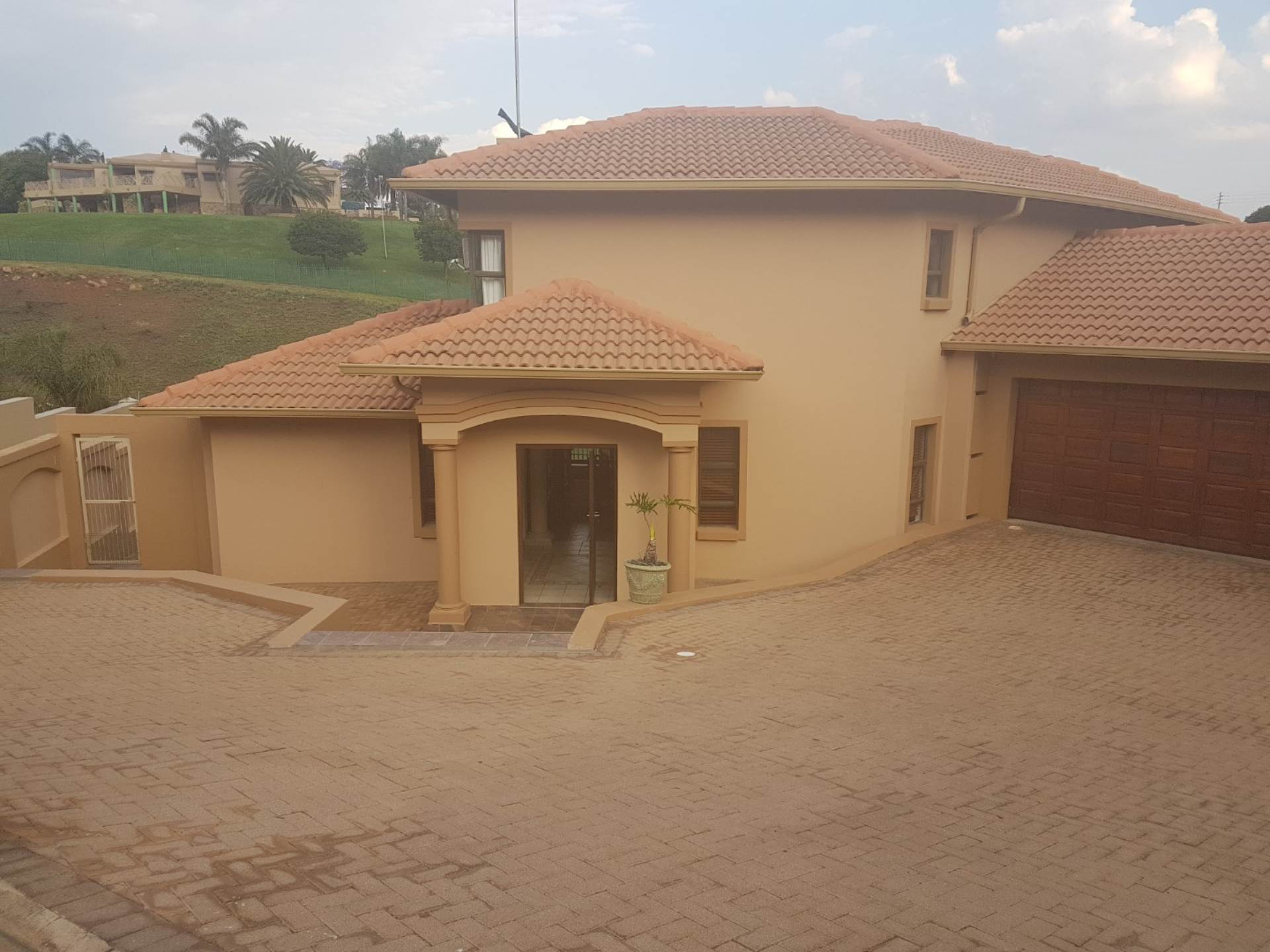 3 BedroomCluster For Sale In Chancliff A H