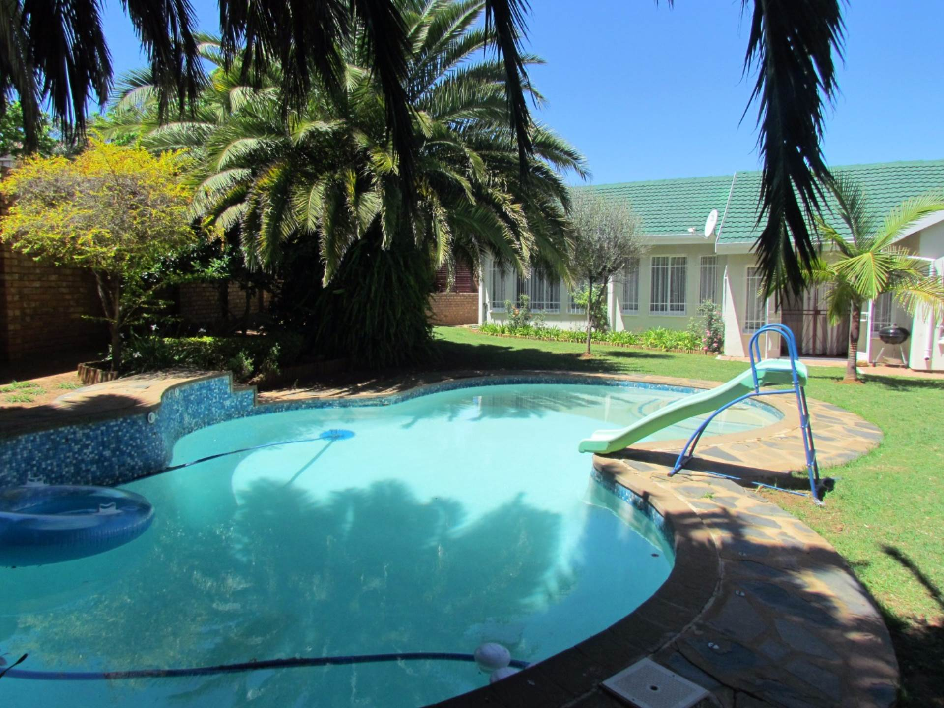 Property and Houses for sale in Elarduspark, House, 3 Bedrooms - ZAR 1,750,000