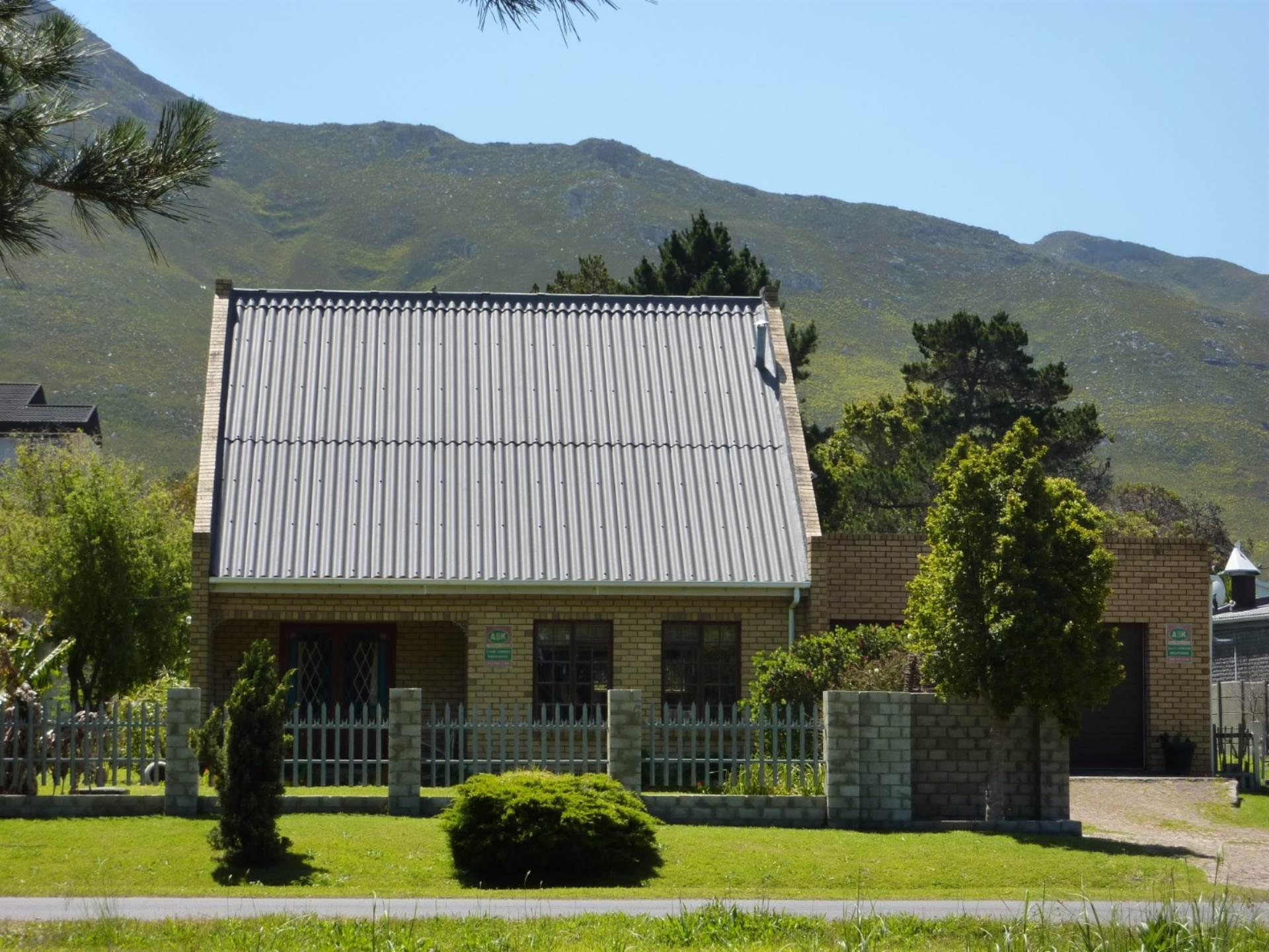 3 BedroomHouse For Sale In Kleinmond