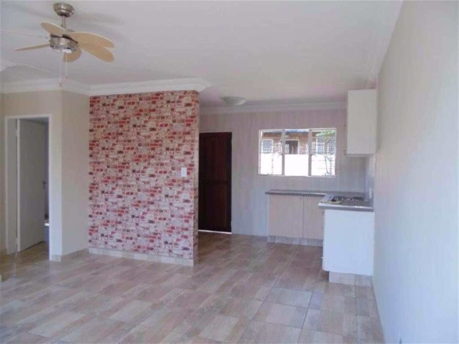 , Townhouse, 2 Bedrooms - ZAR 870,000