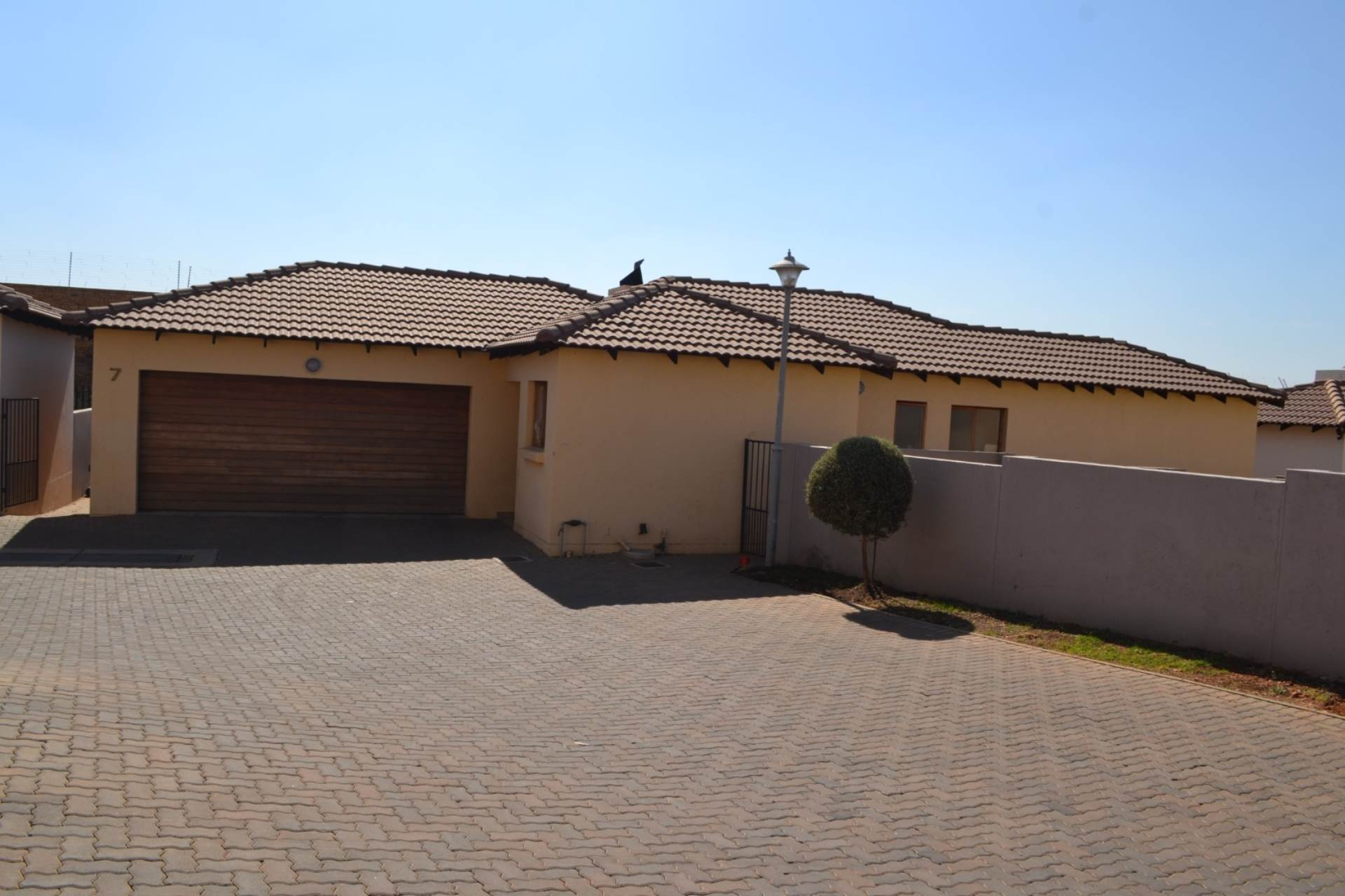 3 BedroomTownhouse To Rent In Thatchfield