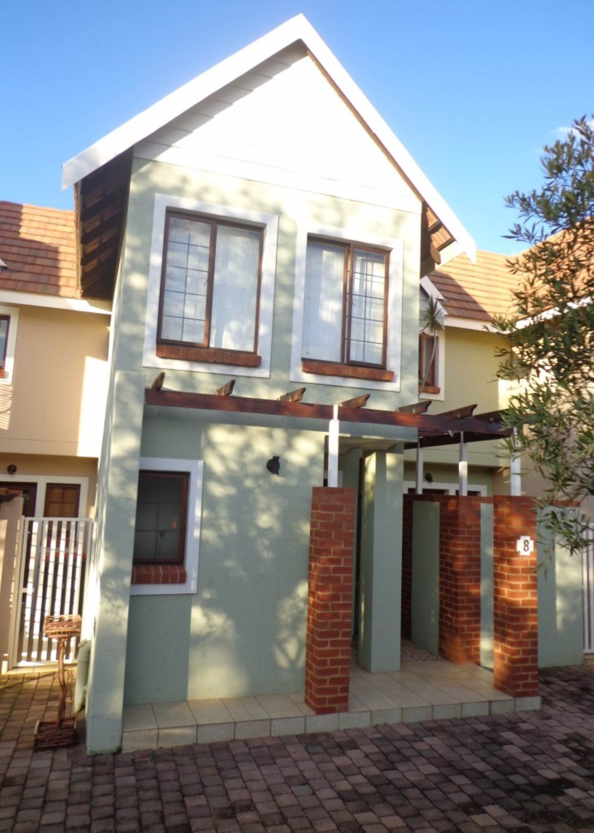 3 BedroomTownhouse For Sale In Woodlands