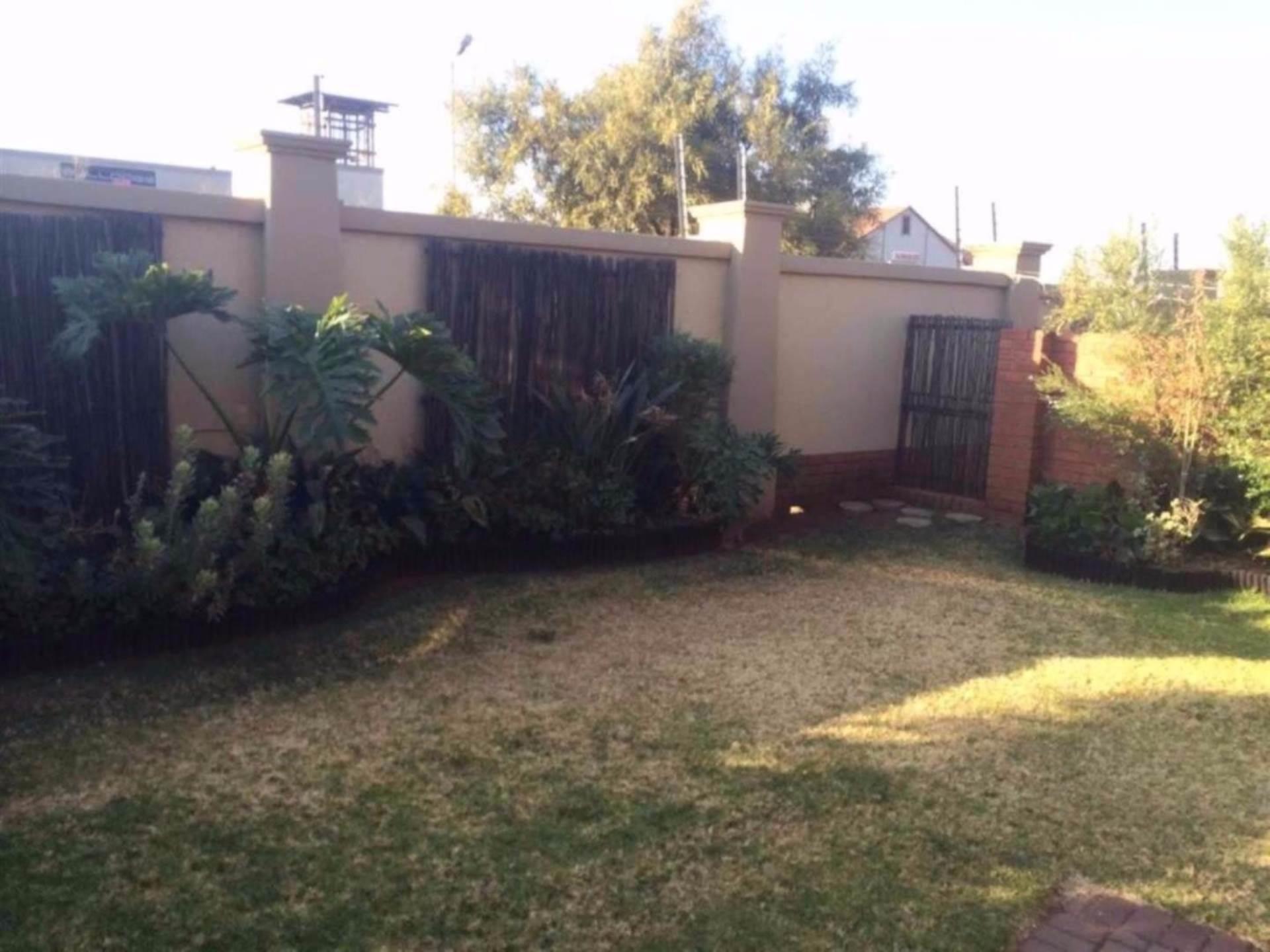 Eco Park property for sale. Ref No: 13546644. Picture no 2