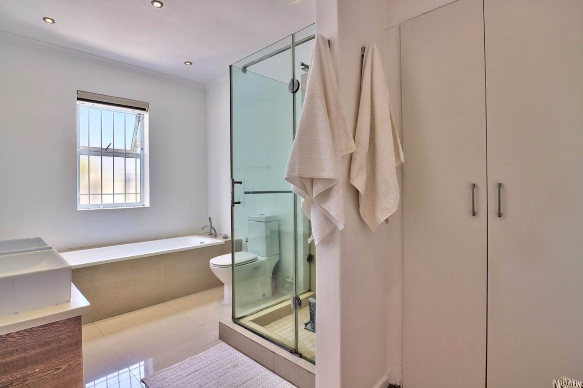 Sea Point property for sale. Ref No: 13546978. Picture no 10