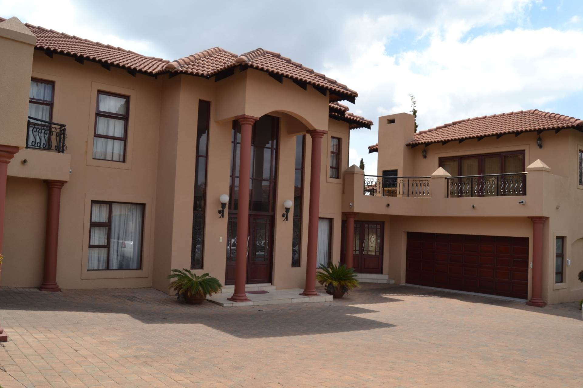 5 BedroomHouse For Sale In Poortview