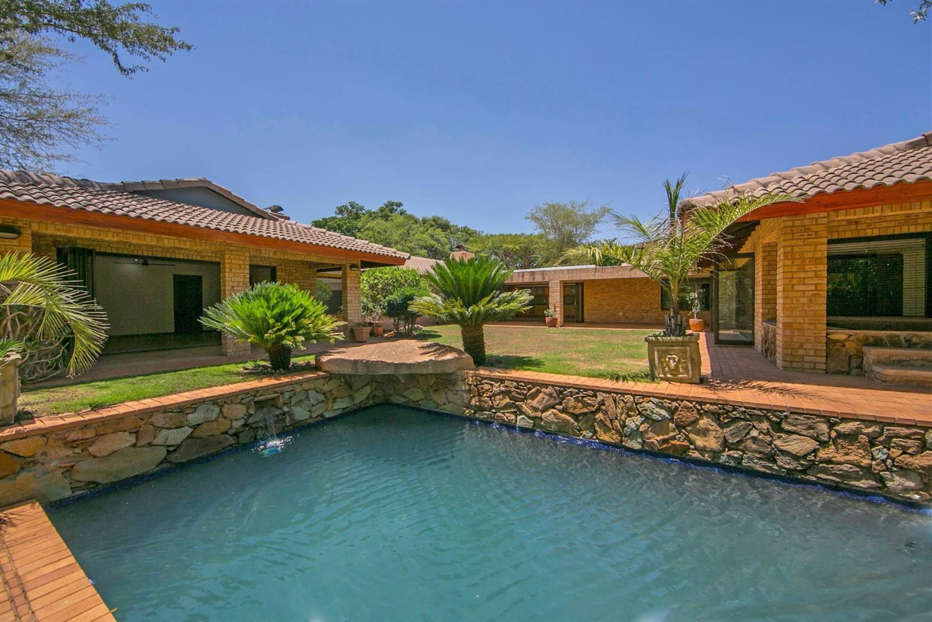 4 BedroomHouse For Sale In Poortview