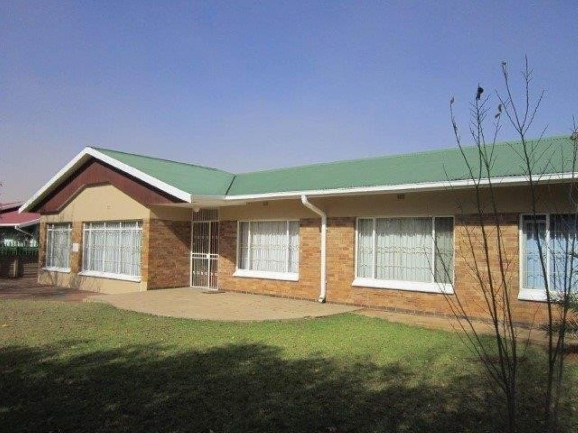 8 BedroomHouse For Sale In Universitas