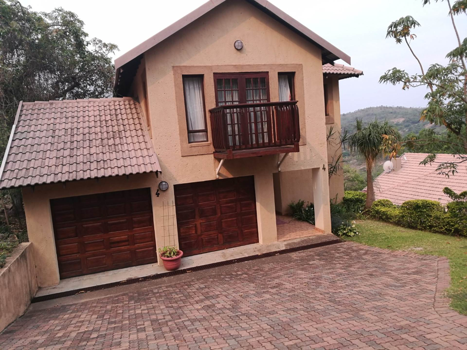 3 BedroomHouse For Sale In Steiltes