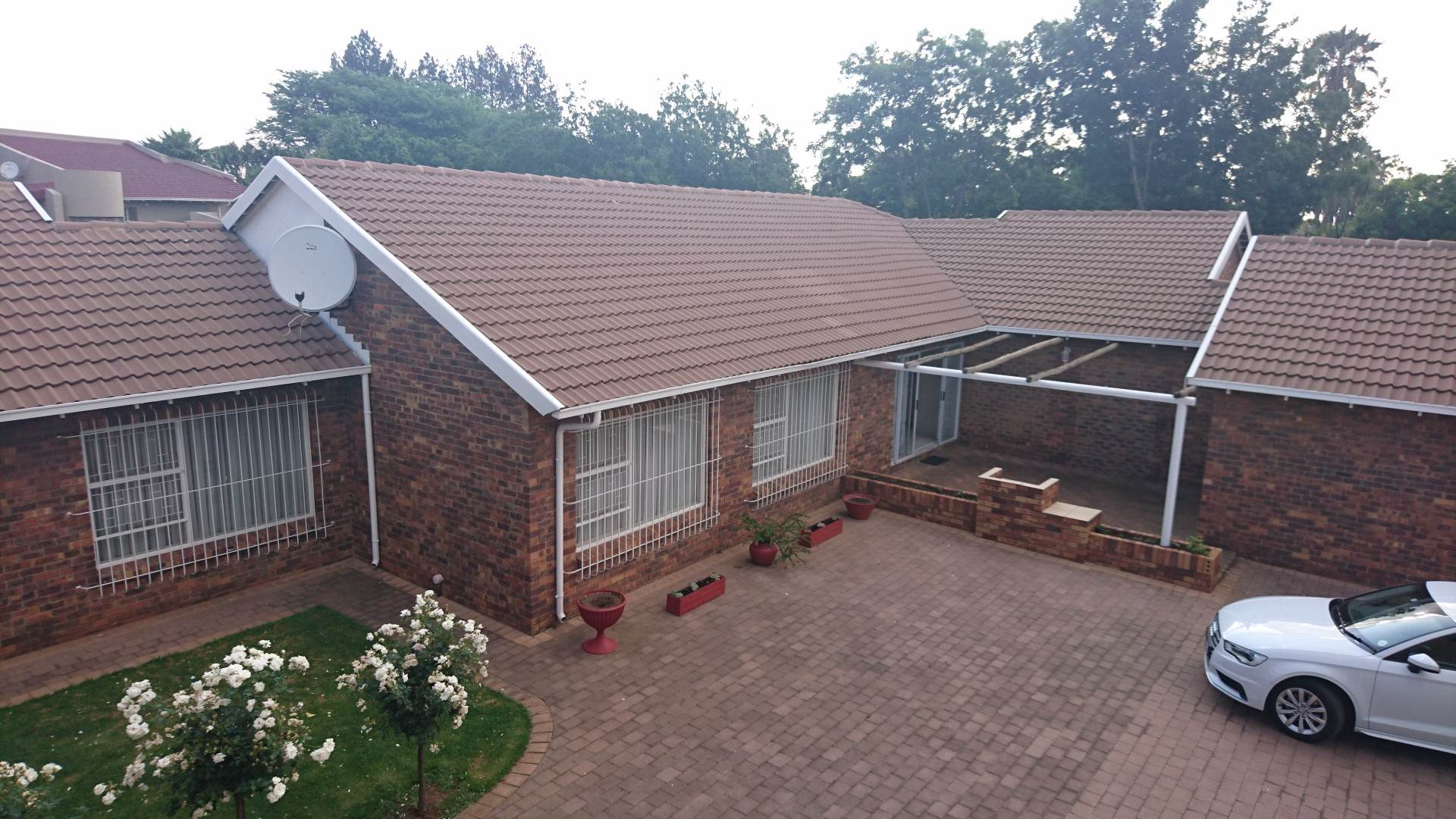 4 BedroomHouse For Sale In Sonneveld & Ext