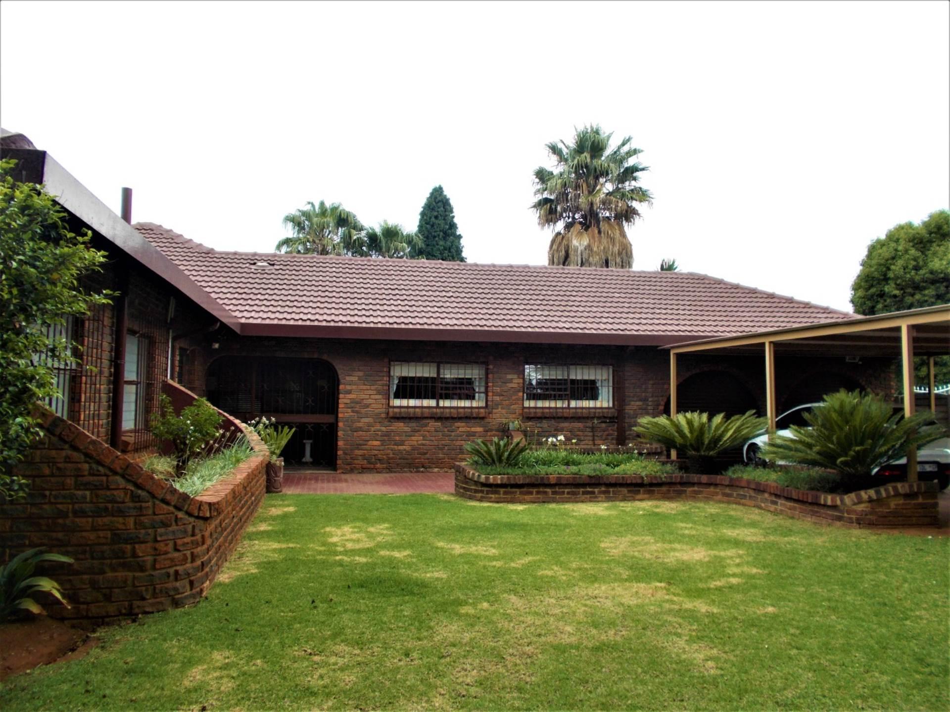 4 BedroomHouse For Sale In Petersfield