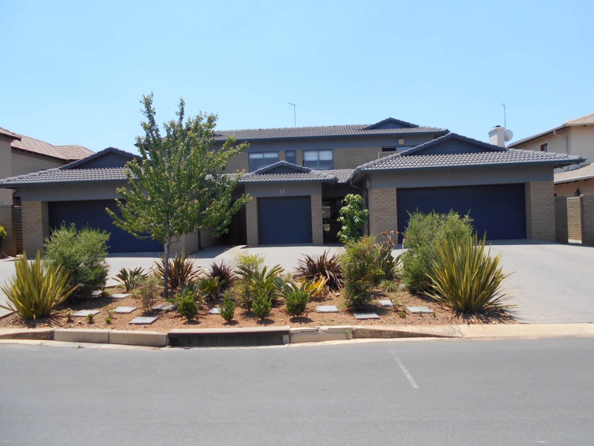6 BedroomHouse For Sale In Ebotse Golf And Country Estate