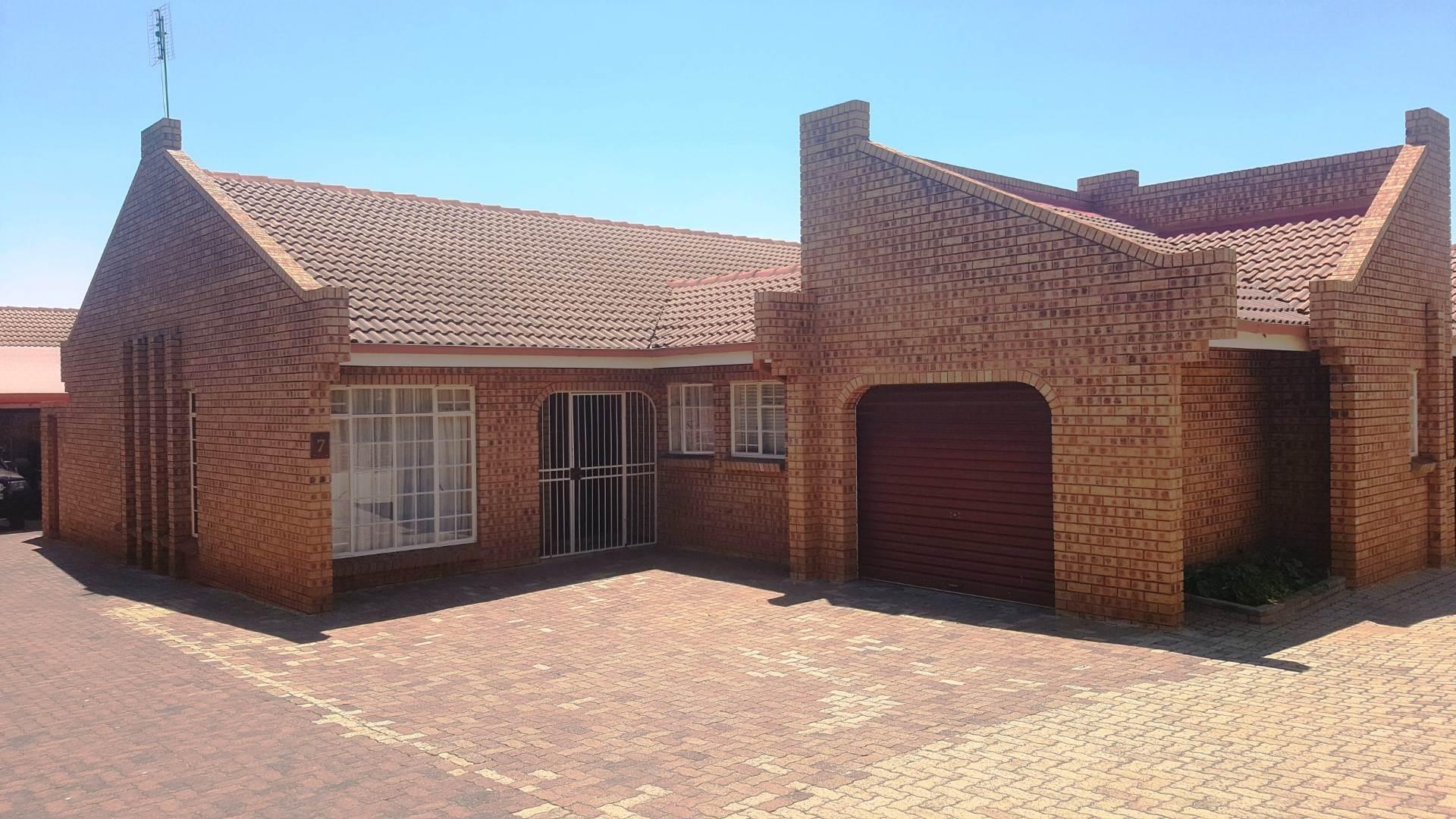 4 BedroomTownhouse For Sale In Middelburg Central