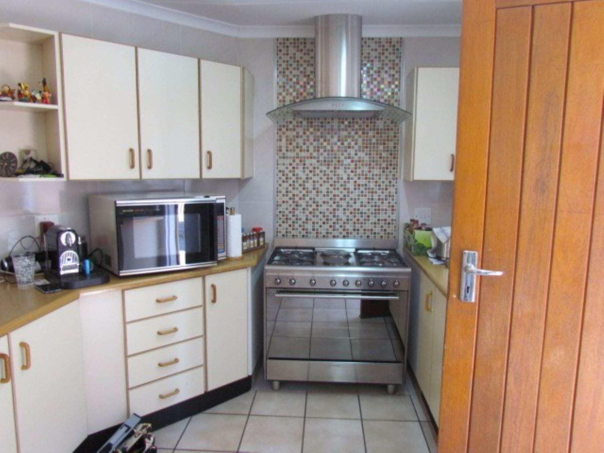 Property and Houses for sale in Elarduspark And Ext, Townhouse, 3 Bedrooms - ZAR 1,300,000