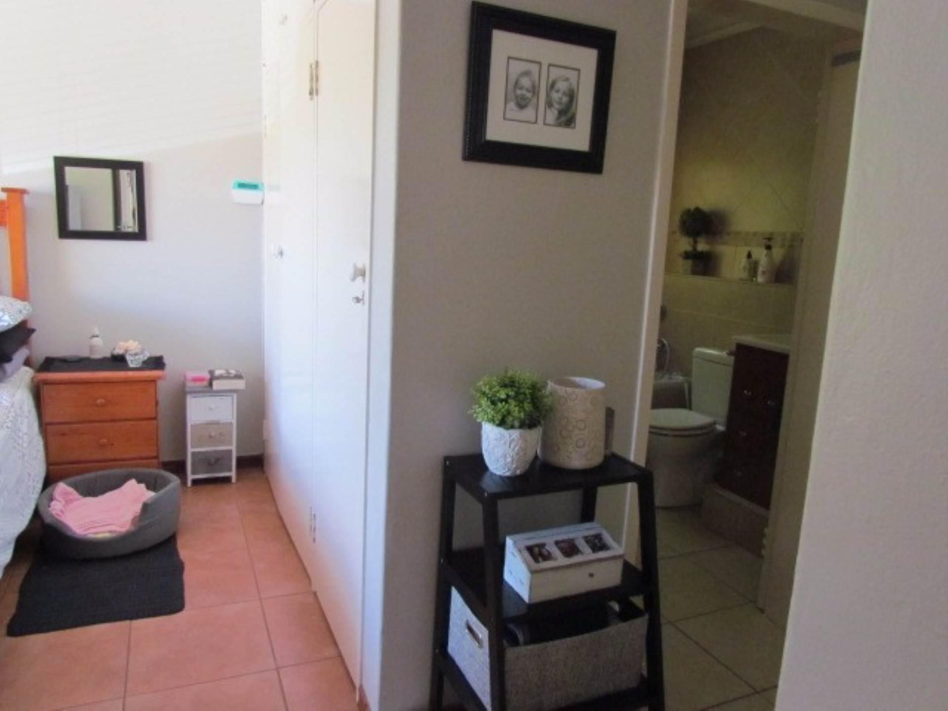 Erasmusrand property for sale. Ref No: 13551097. Picture no 20