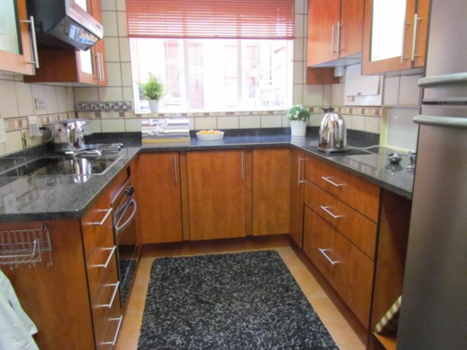 Erasmusrand property for sale. Ref No: 13551097. Picture no 2