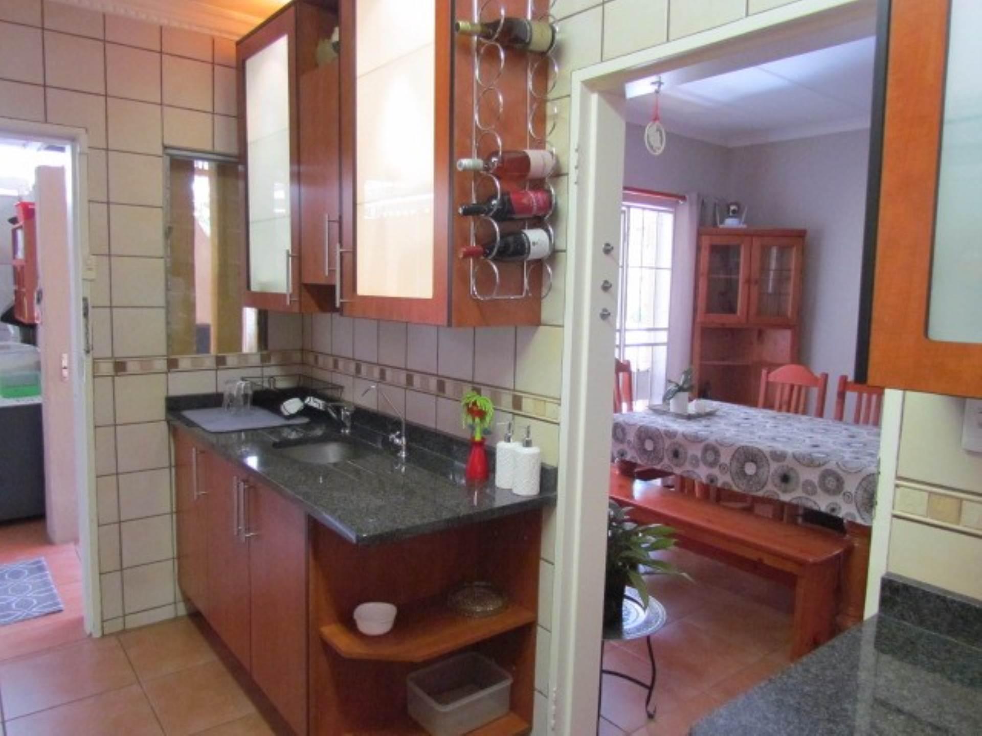 Erasmusrand property for sale. Ref No: 13551097. Picture no 22