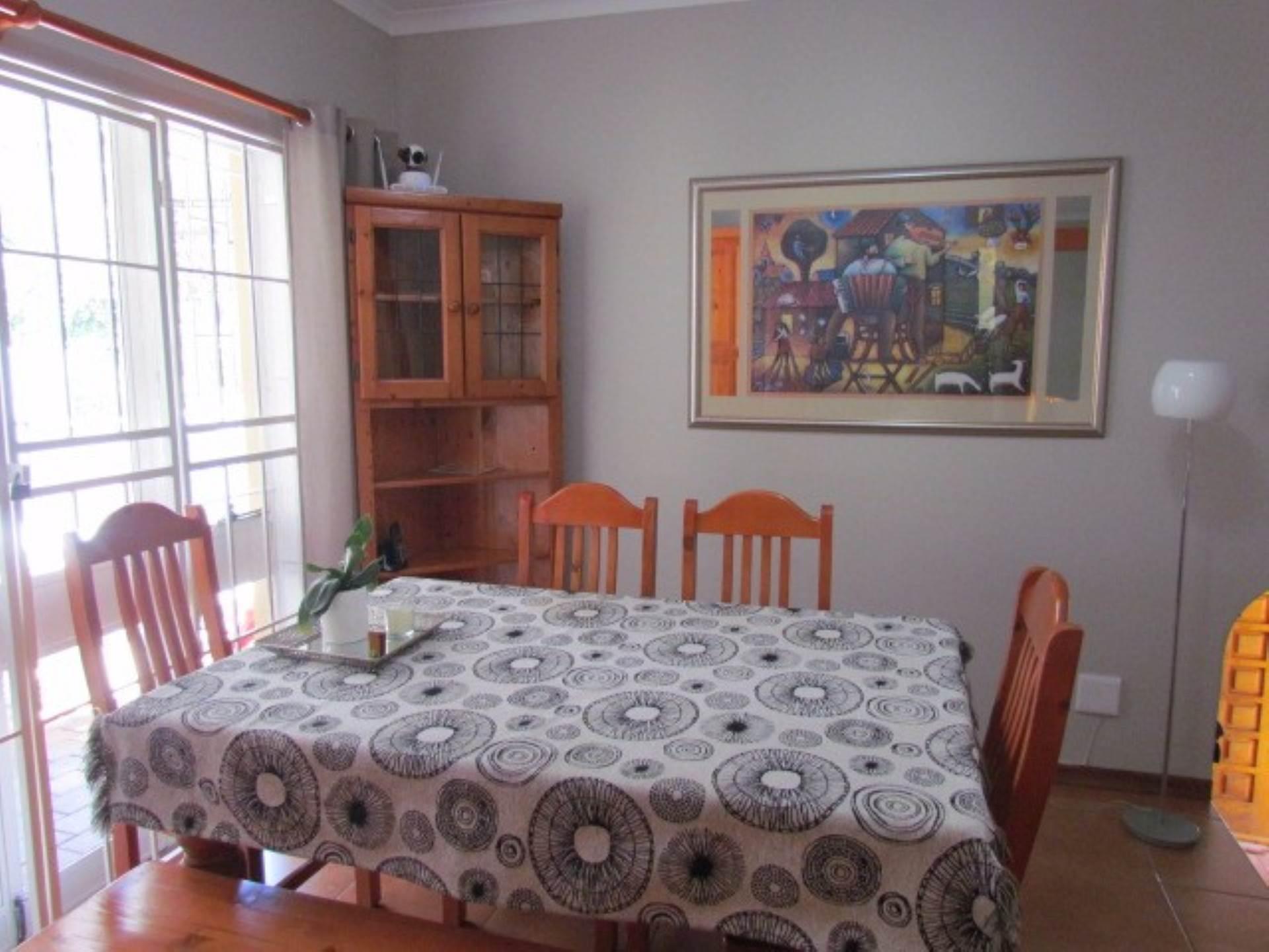 Erasmusrand property for sale. Ref No: 13551097. Picture no 5