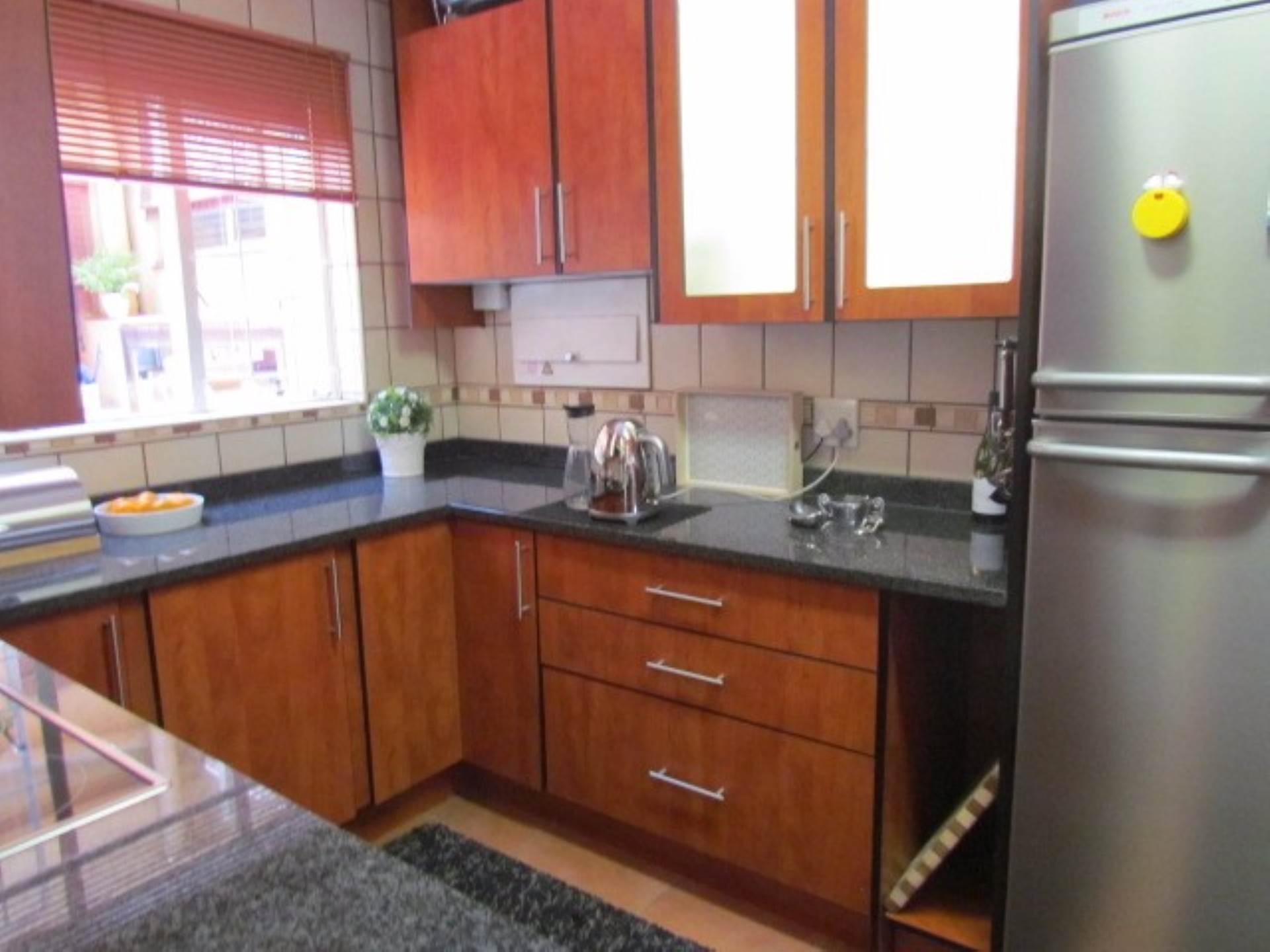 Erasmusrand property for sale. Ref No: 13551097. Picture no 21
