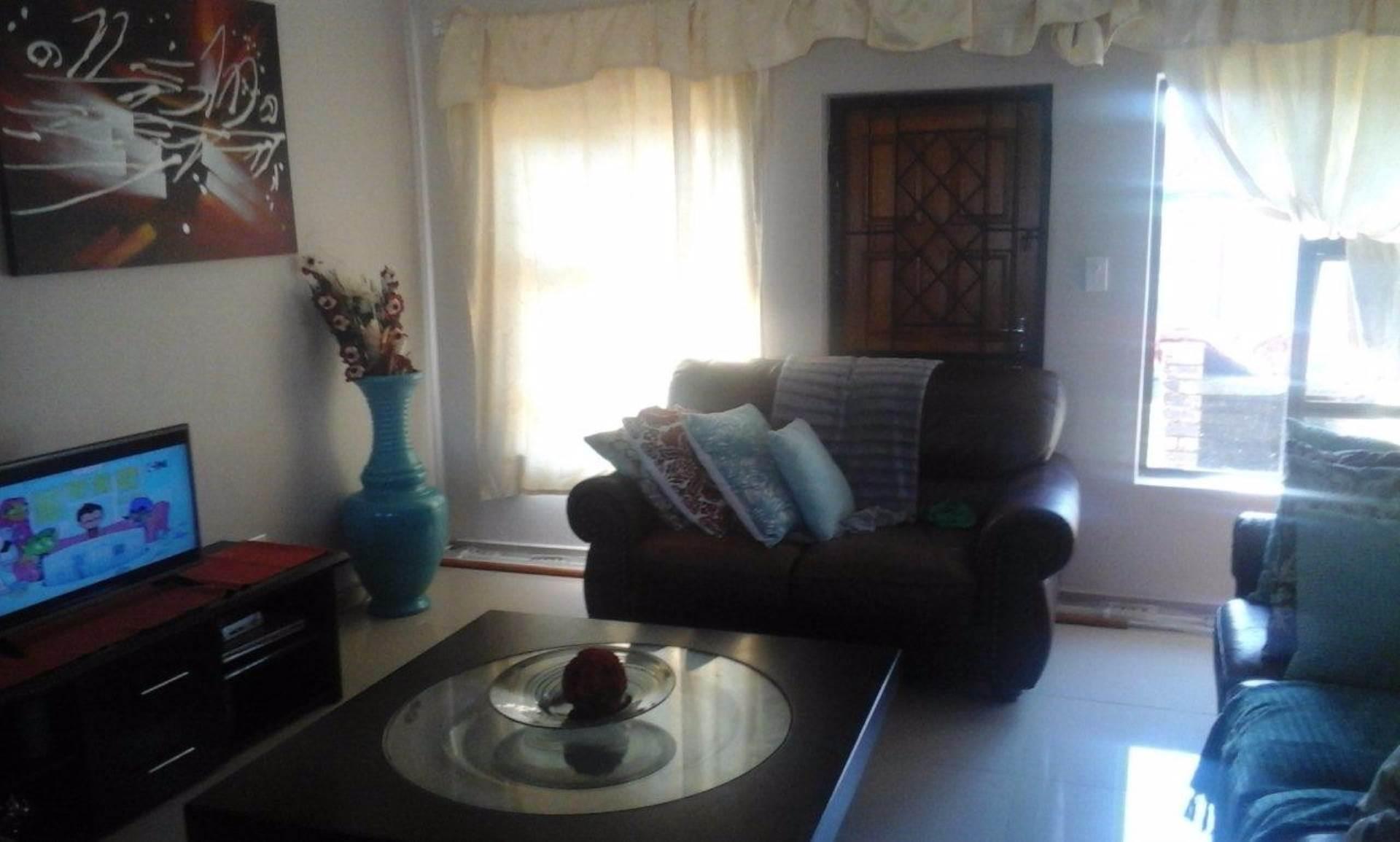 3 BedroomHouse To Rent In Birdswood