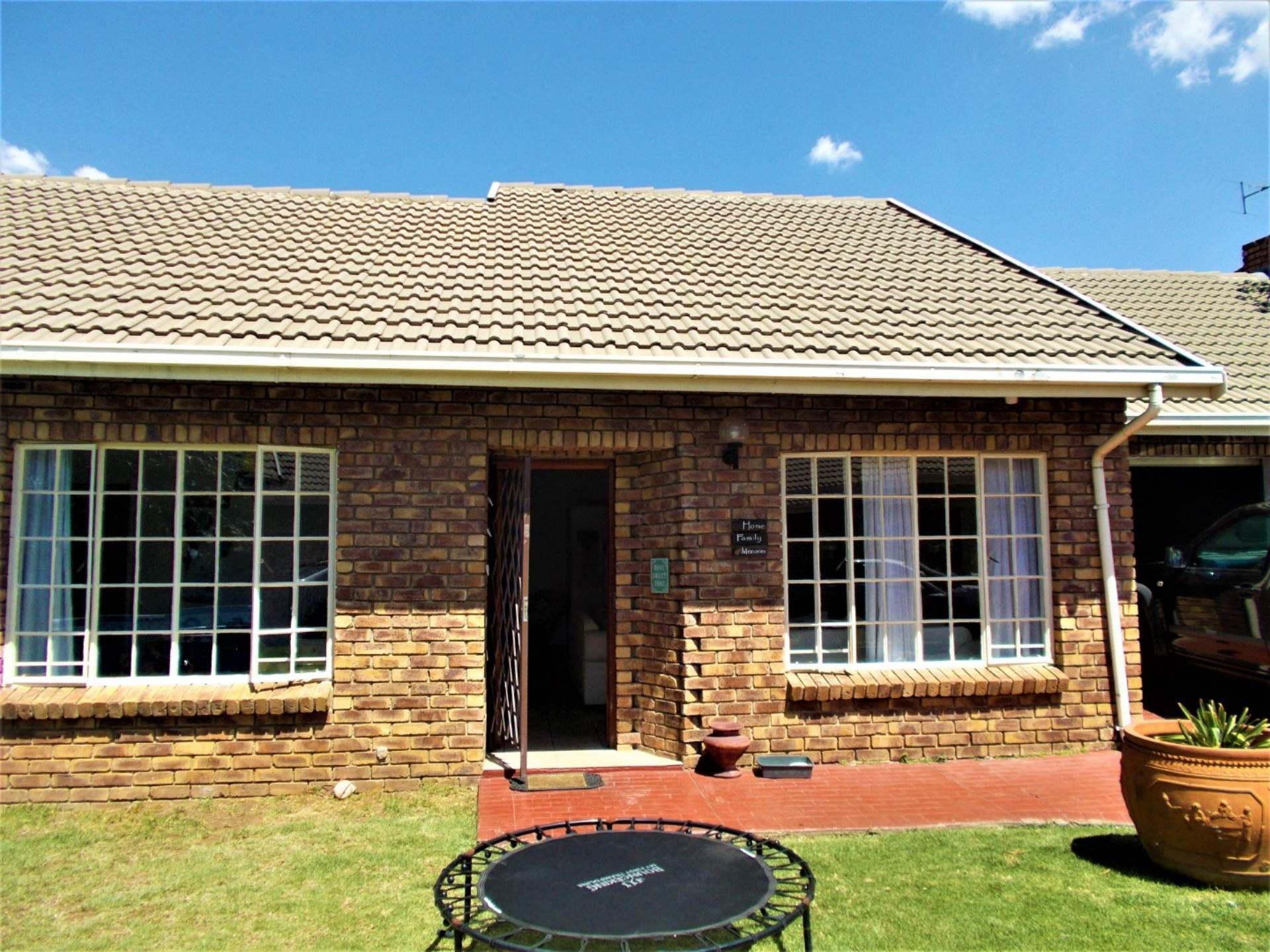 3 BedroomTownhouse For Sale In Dunnottar