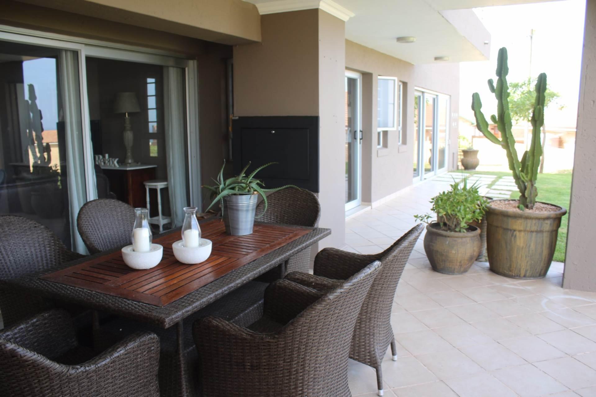 5 BedroomHouse For Sale In Boggomsbaai