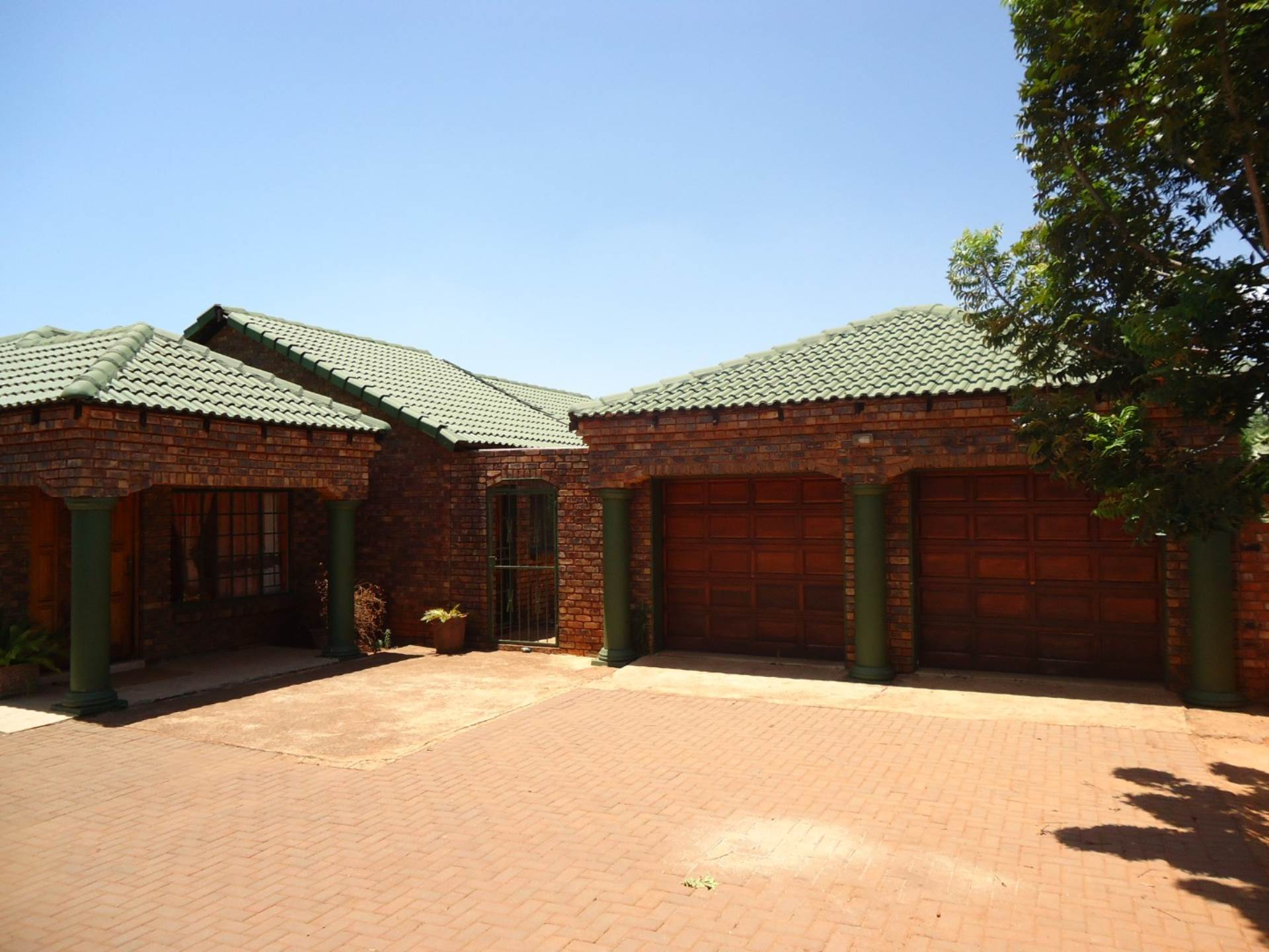 4 BedroomHouse For Sale In The Orchards