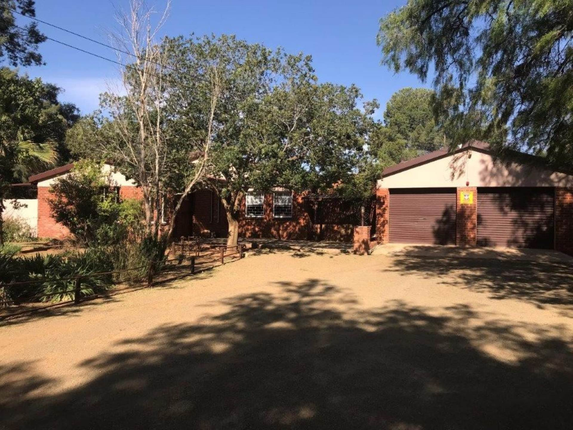 5 BedroomSmall Holding For Sale In Bloemdal
