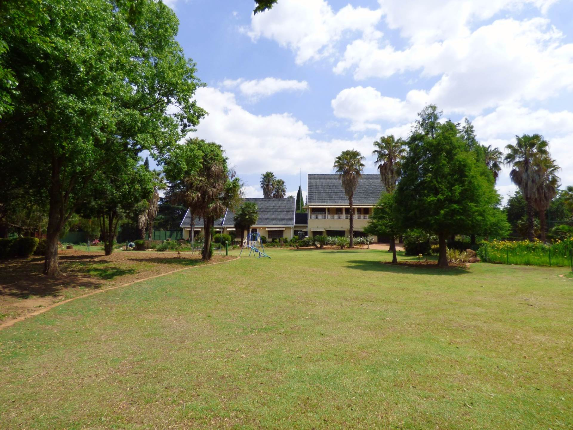 8 BedroomSmall Holding For Sale In Benoni