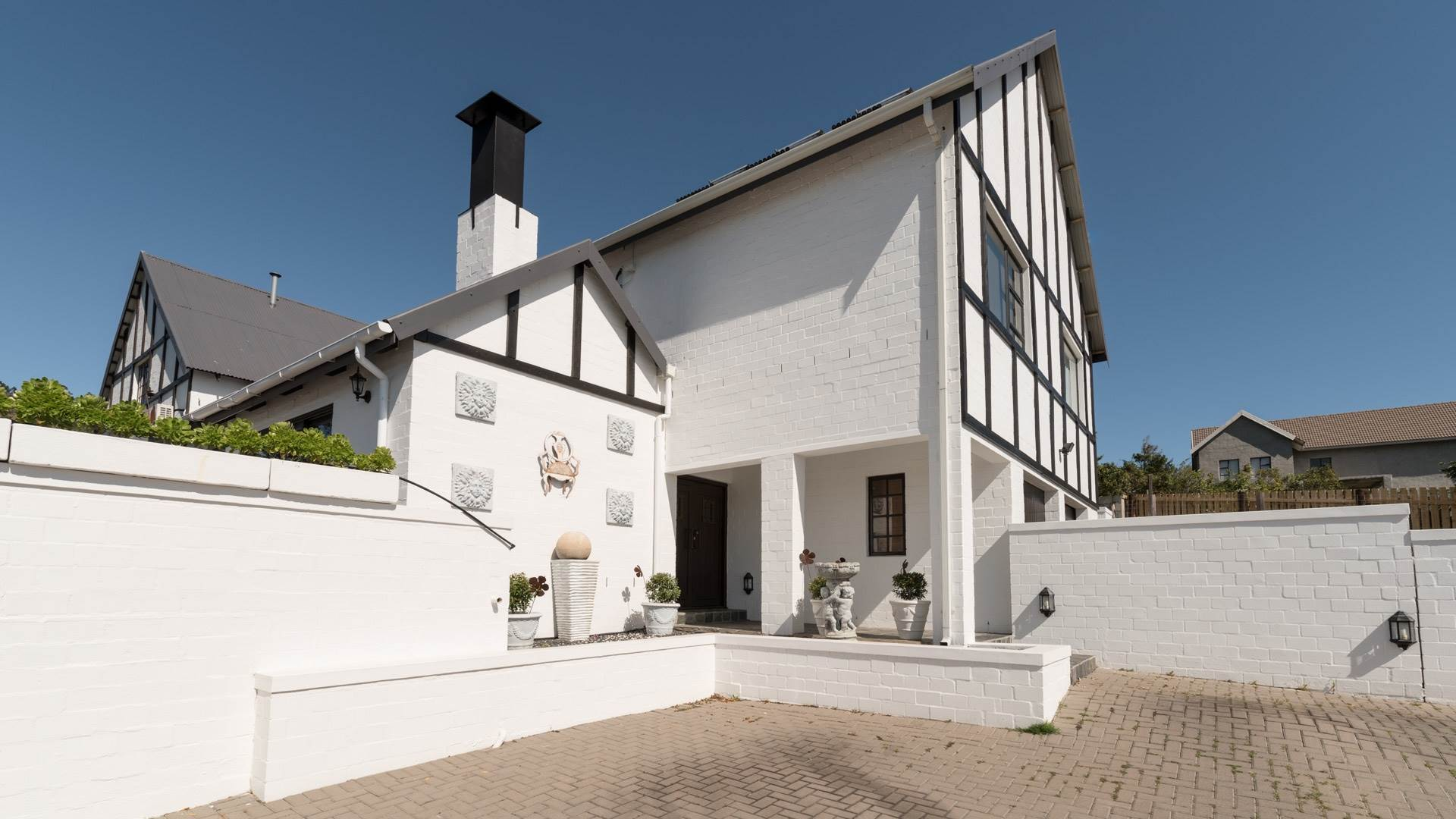 8 BedroomHouse For Sale In Somerset West