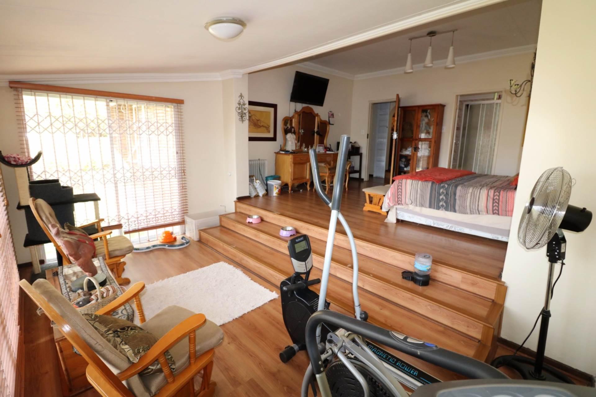 Constantia Park property for sale. Ref No: 13554702. Picture no 12