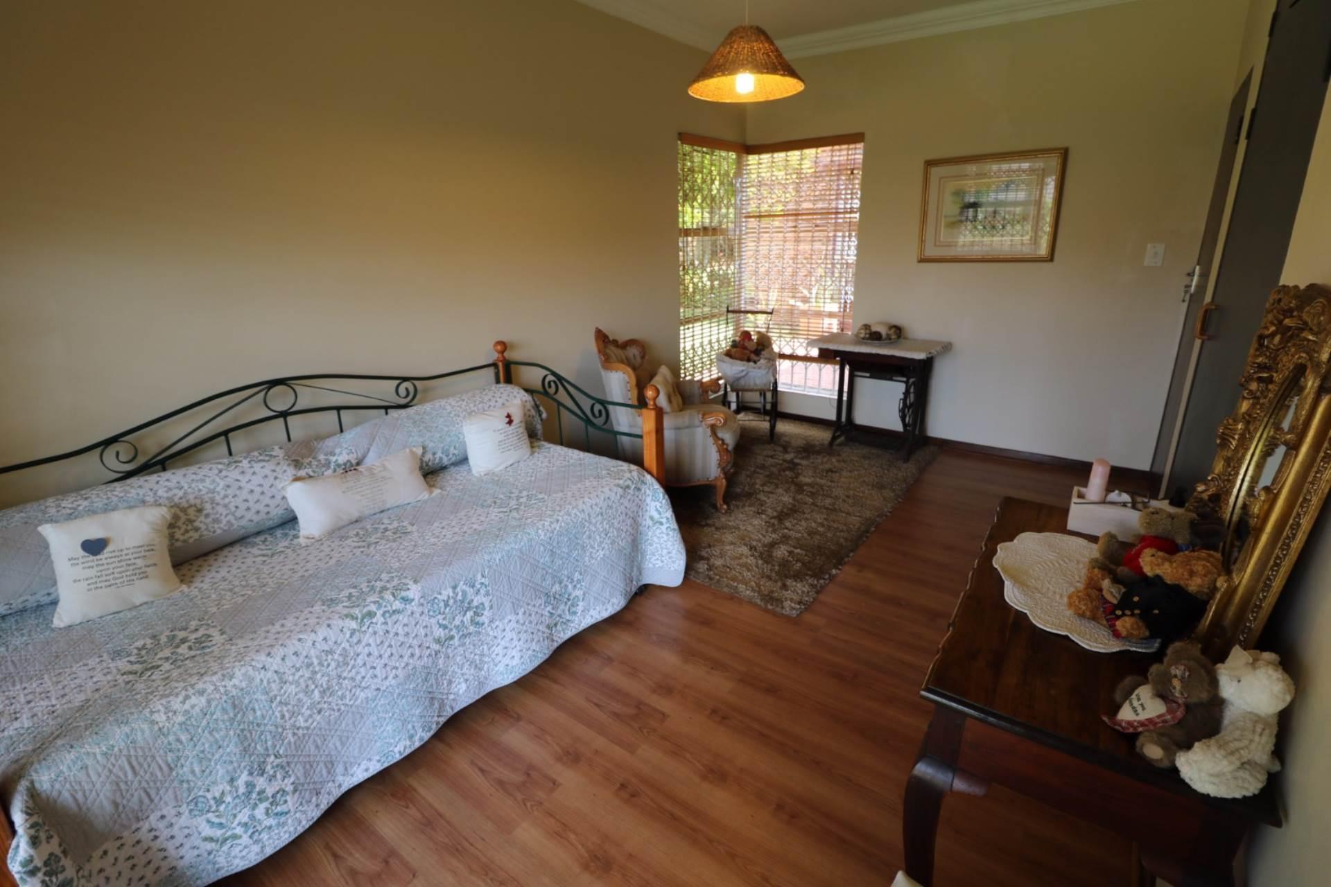 Constantia Park property for sale. Ref No: 13554702. Picture no 16