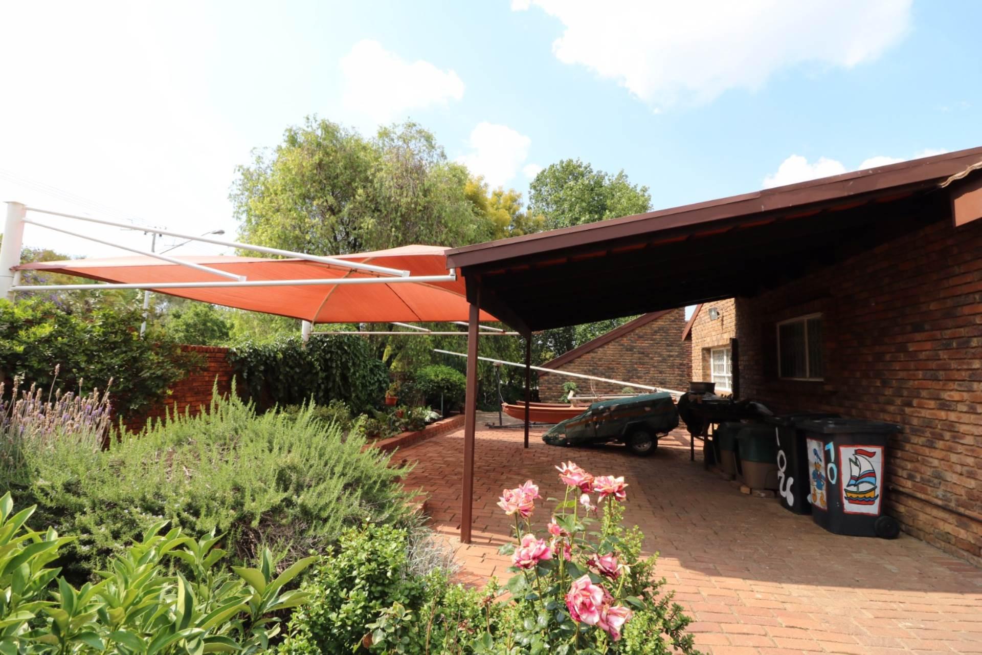 Constantia Park property for sale. Ref No: 13554702. Picture no 23