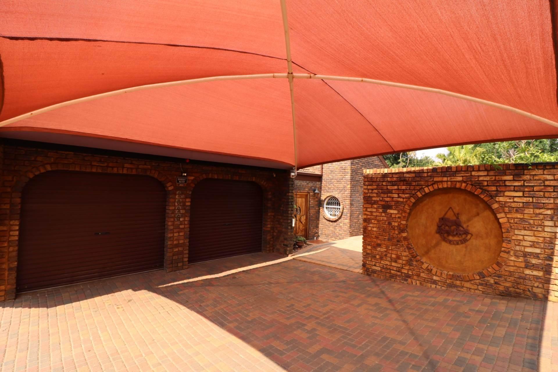 Constantia Park property for sale. Ref No: 13554702. Picture no 22