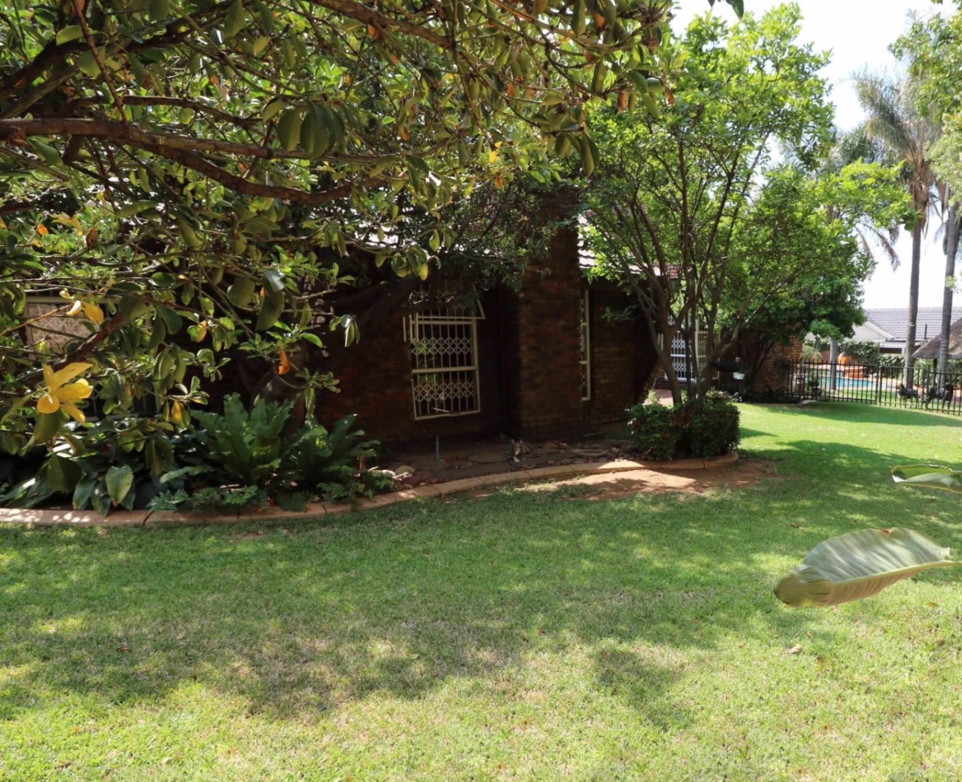 Constantia Park property for sale. Ref No: 13554702. Picture no 21