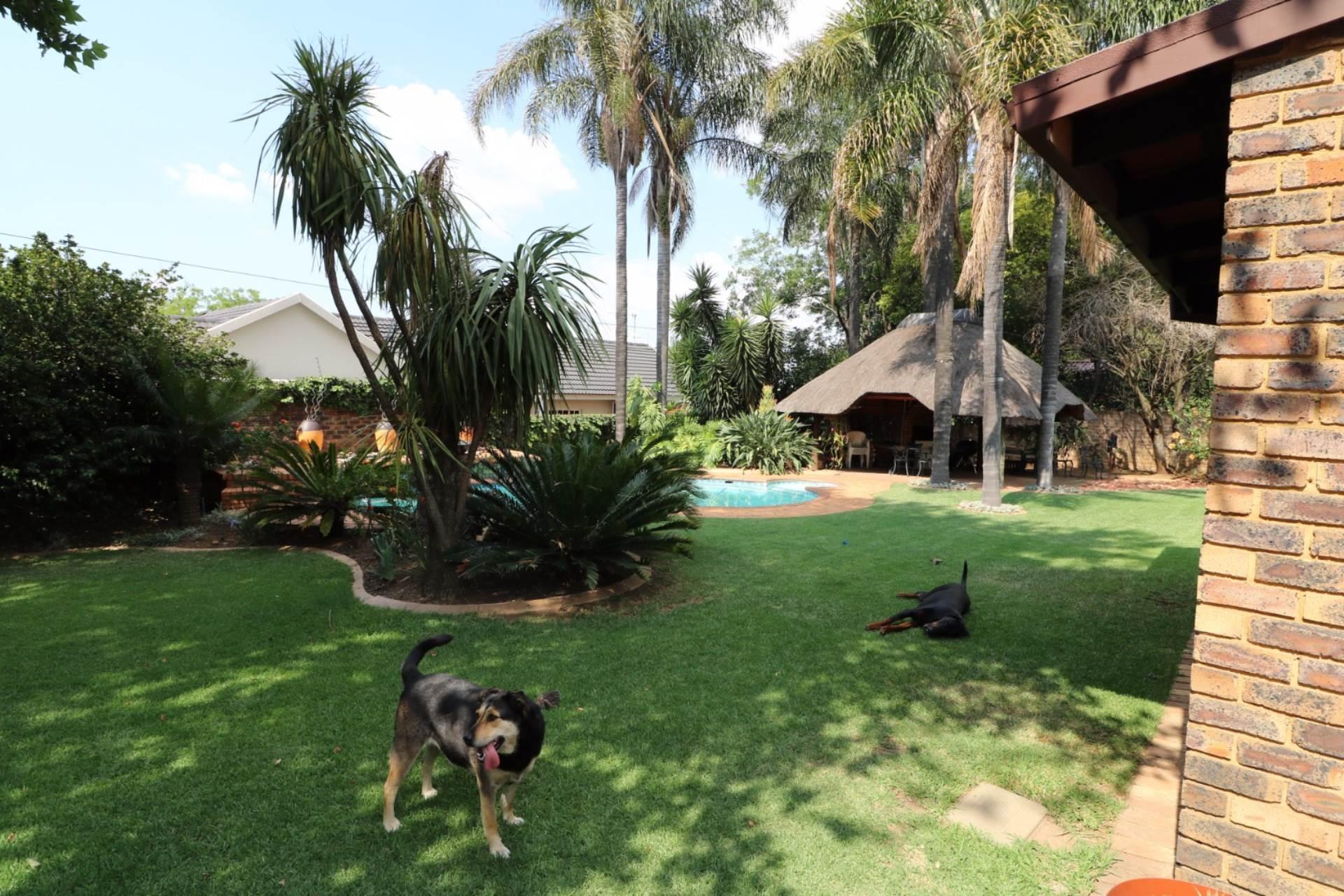 Constantia Park property for sale. Ref No: 13554702. Picture no 20