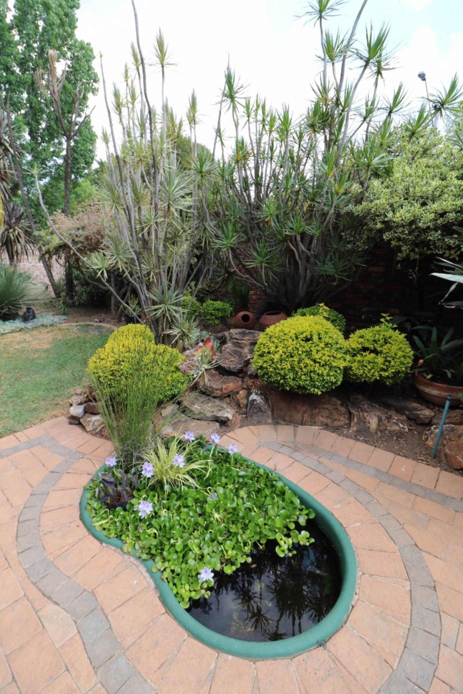 Constantia Park property for sale. Ref No: 13554702. Picture no 19