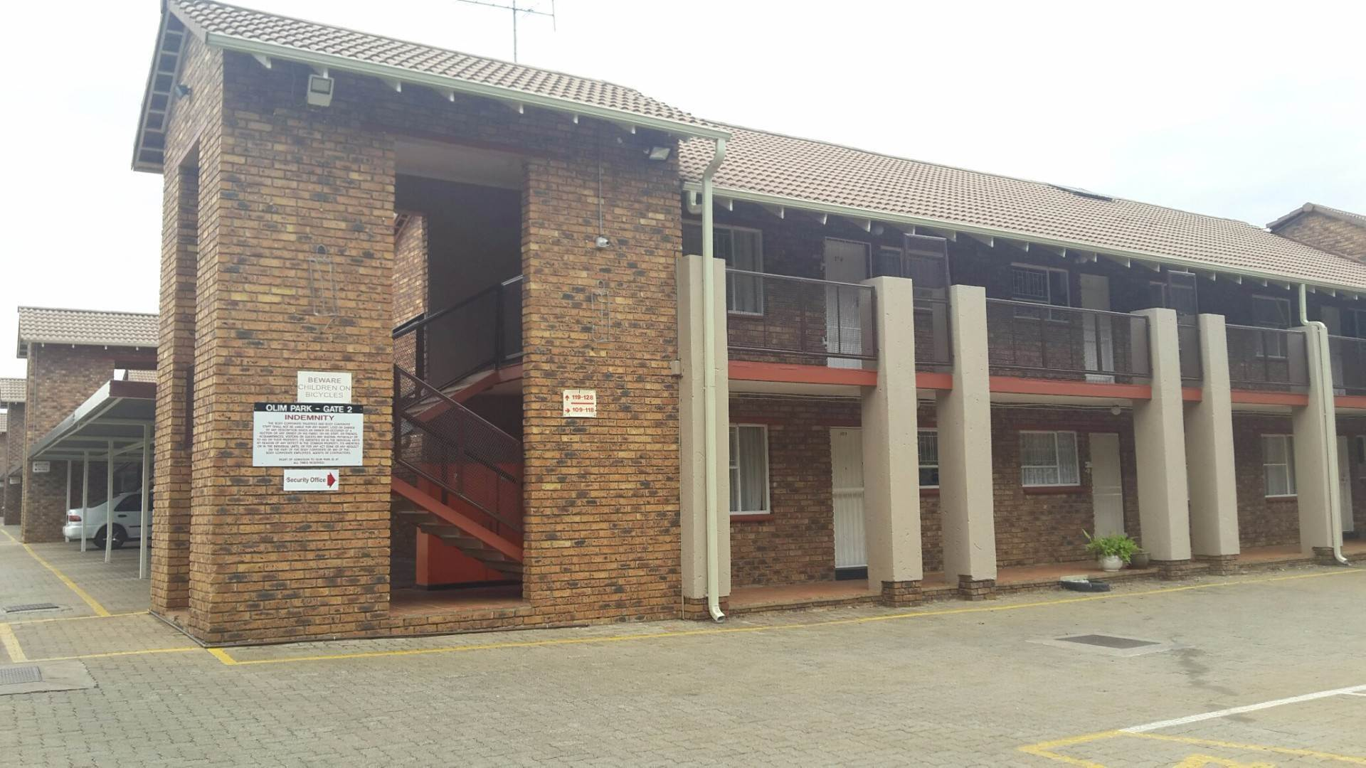 2 BedroomTownhouse For Sale In Ravenswood