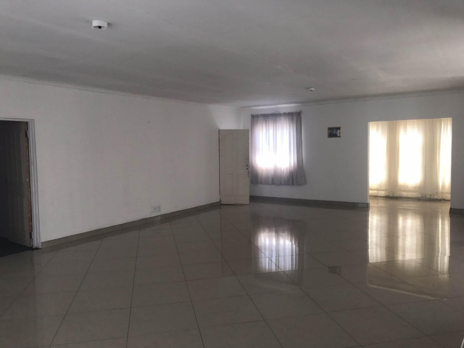 5 BedroomHouse To Rent In Birdswood