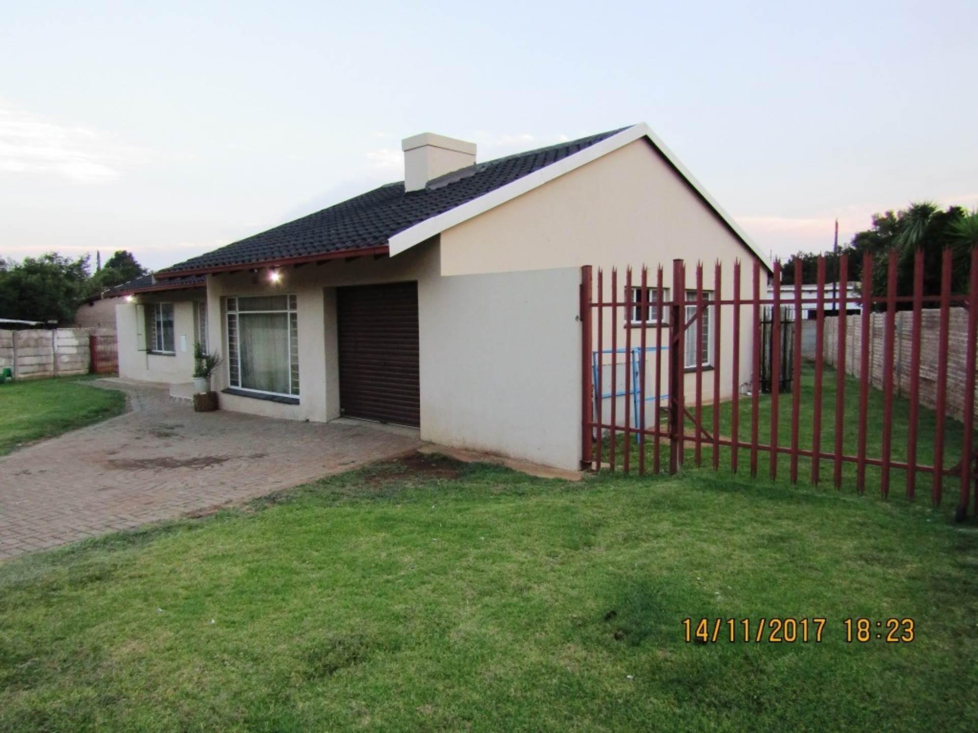 3 BedroomHouse For Sale In Dersley