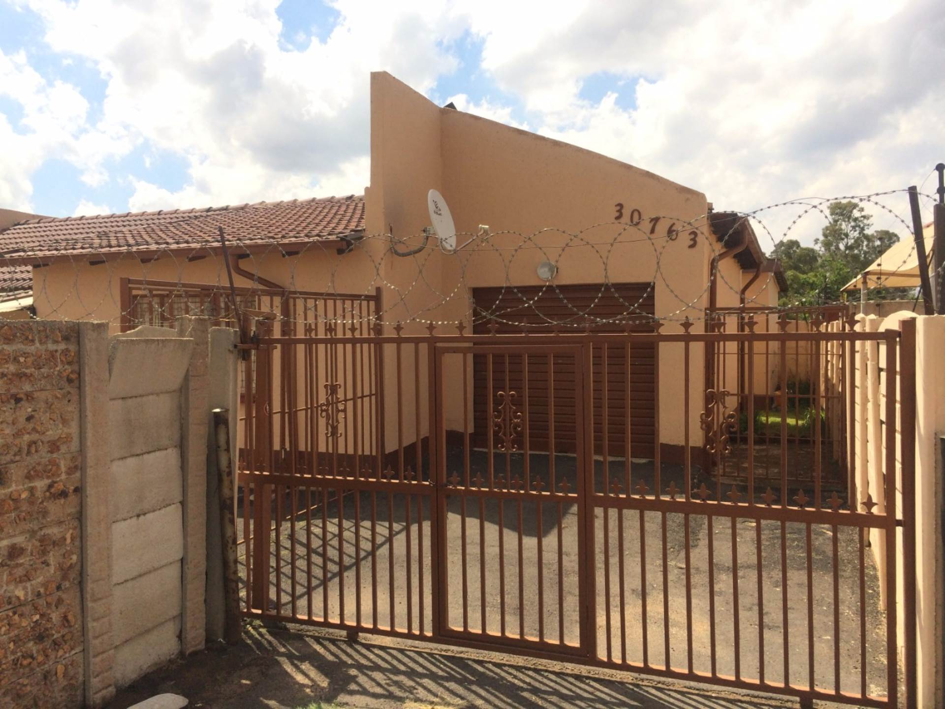 3 BedroomHouse For Sale In Daveyton & Ext