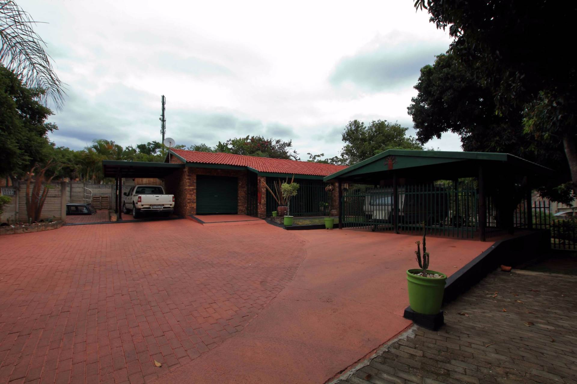 3 BedroomHouse For Sale In West Acres Ext 13