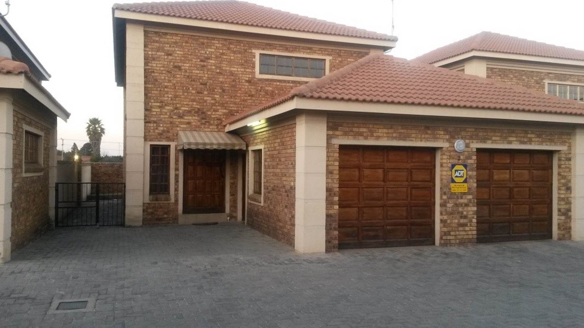 3 BedroomTownhouse For Sale In Eastvale